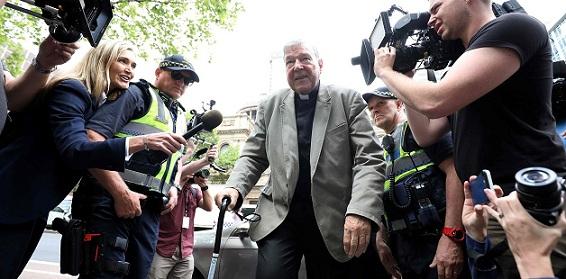 La Iglesia afirma que 'respeta' la condena al cardenal Pell por abusos y el Papa le prohíbe tener contacto con menores