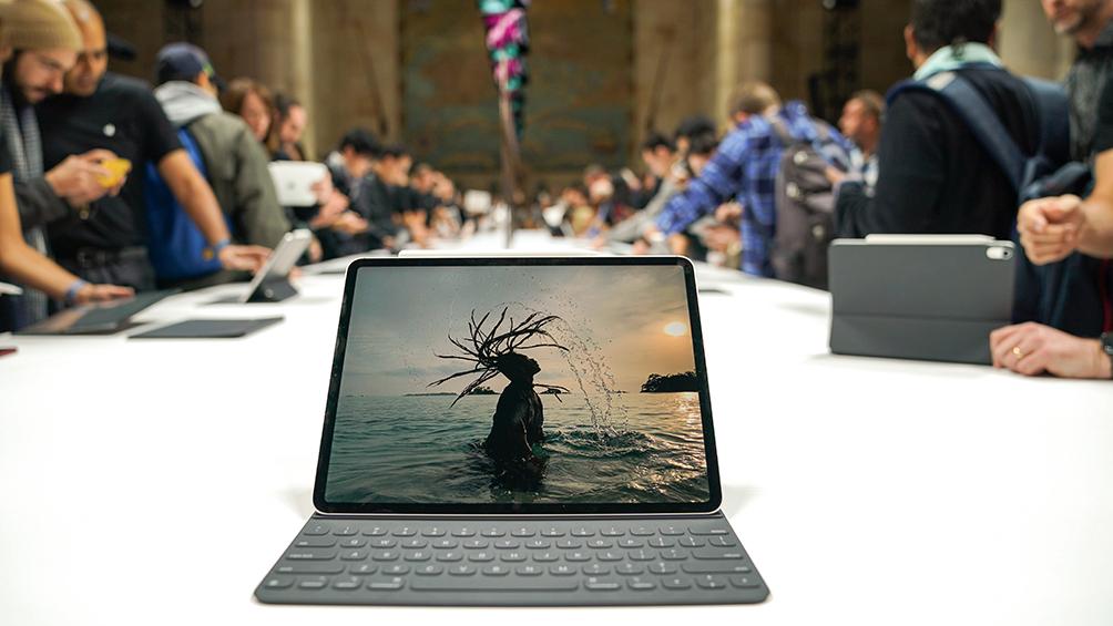 Apple presentó una tablet orientada al uso avanzado, una desktop y una notebook