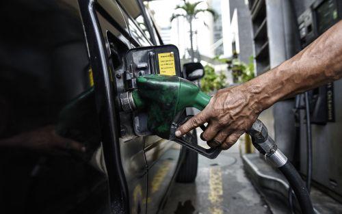 Desde este viernes aumentan un 3% los combustibles en todo el país