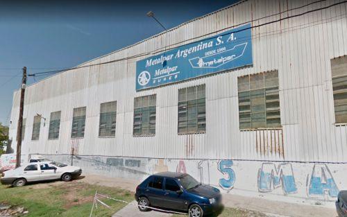 Cerró la fábrica de camiones y colectivos más grande del país y despidió a 600 trabajadores
