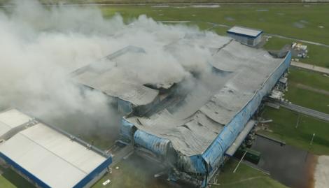 Un gigantesco incendio destrozó un frigorífico en Las Heras