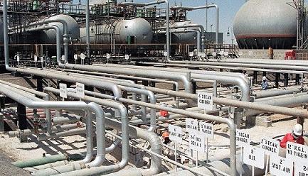 Tras el ataque que mató al líder militar de Irán, el petróleo sube 4 % y alcanza el precio más alto desde septiembre