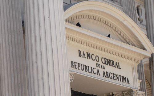 "El BCRA flexibiliza encajes a bancos para que otorguen préstamos ""baratos"" a pymes"