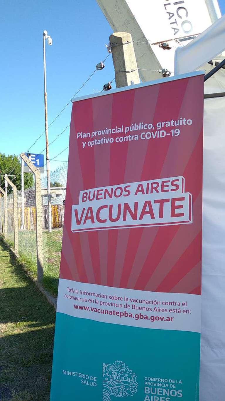 se-reinicio-la-vacunacion-en-el-estadio-unico-de-la-plata-despues-del-escandalo-de-los-turnos-suspendidos-por-el-partido-de-river