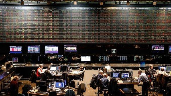 en-medio-de-la-conmocion-politica,-los-bonos-frenan-la-caida-y-el-dolar-sigue-estable-en-$-184