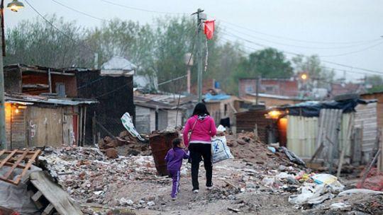 tragedia:-un-nene-de-6-anos-murio-electrocutado-por-lavarse-las-manos-en-un-barrio-sin-agua-ni-cloacas